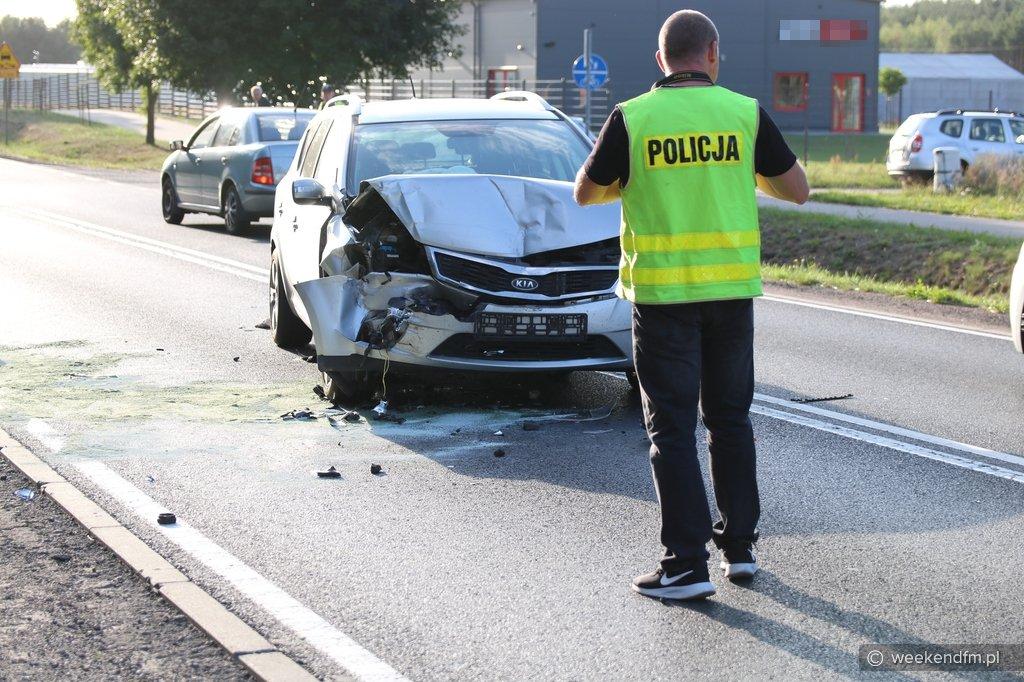 Na sekundkę się odwróciłem. Jedna osoba trafiła do szpitala po zderzeniu dwóch samochodów w Rychnowach FOTO
