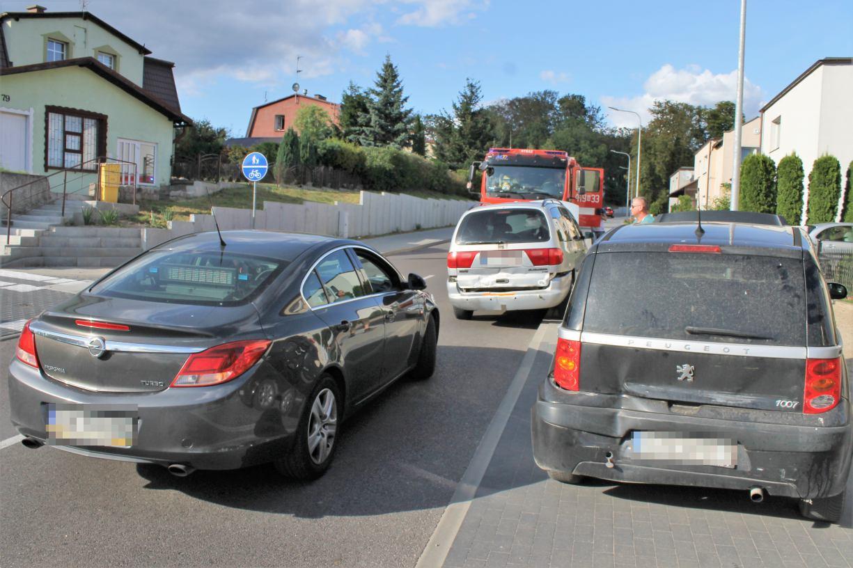 Zderzenie trzech samochodów na Strzeleckiej w Chojnicach