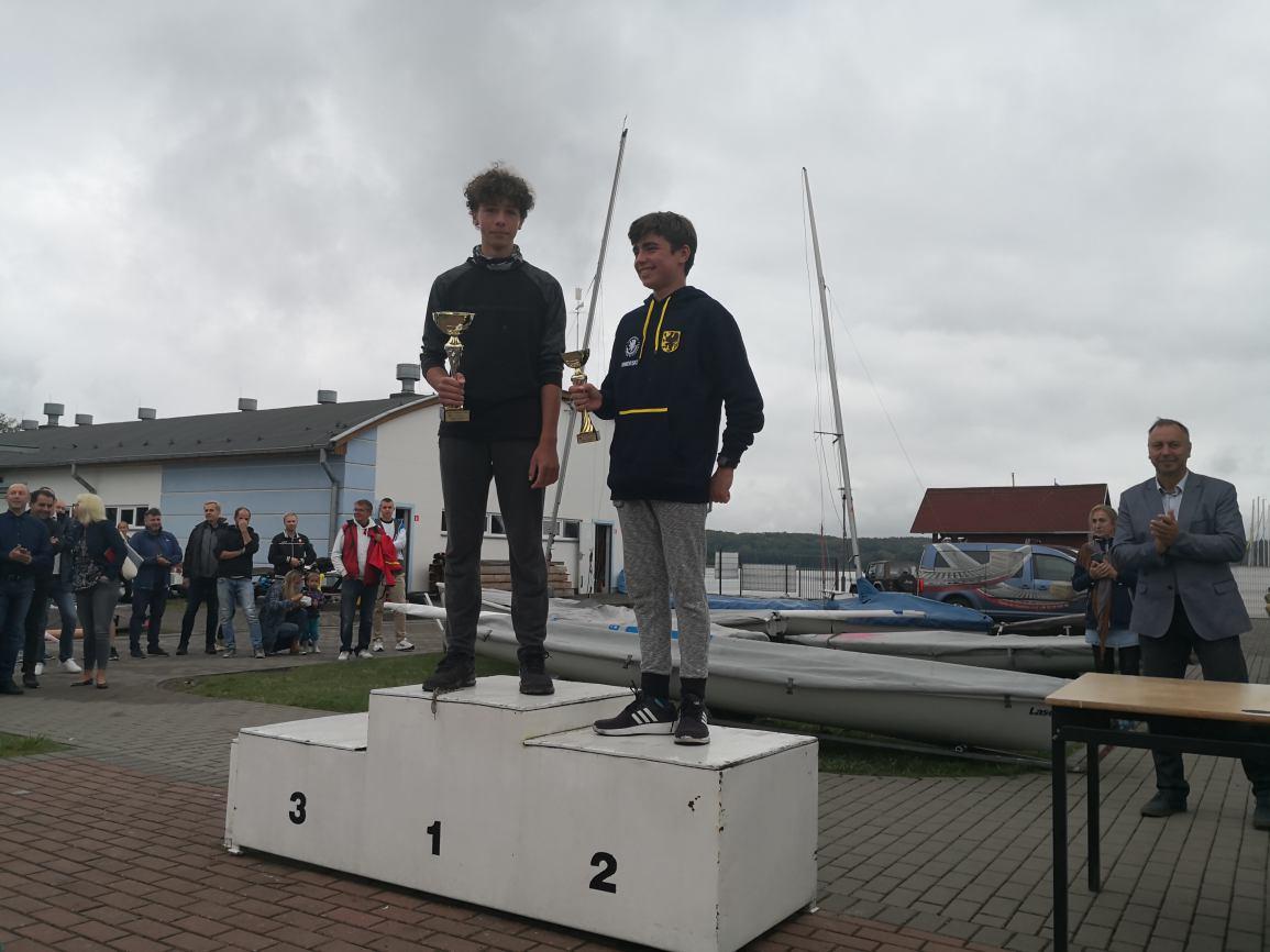 Mimo słabego wiatru, na Jeziorze Charzykowskim udało się przeprowadzić regaty o Puchar Komandora ChKŻ