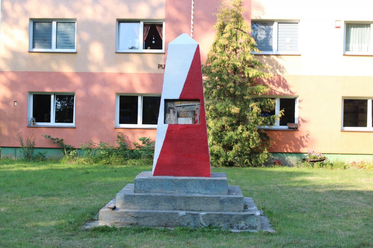 W Bińczu w gminie Czarne nie ma już tablicy poświęconej &acutebohaterskim żołnierzom Armii Radzieckiej´