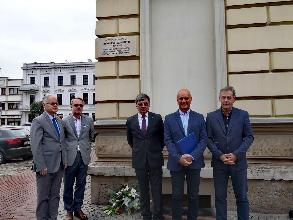 Odsłonięcie tablicy poświęconej pamięci prof. Zbigniewa Radwańskiego