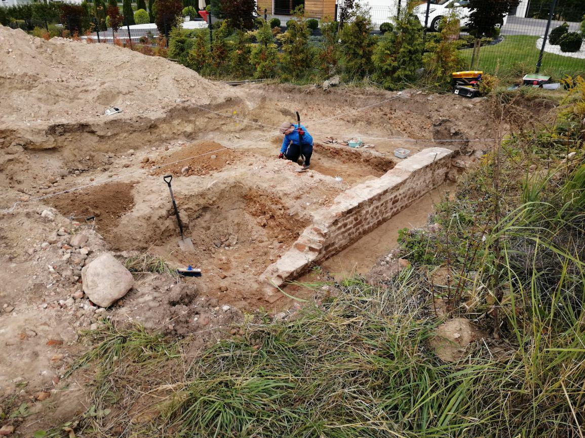 Ekipa archeologów natrafiła na mury XVI-wiecznego zamku w Więcborku FOTO