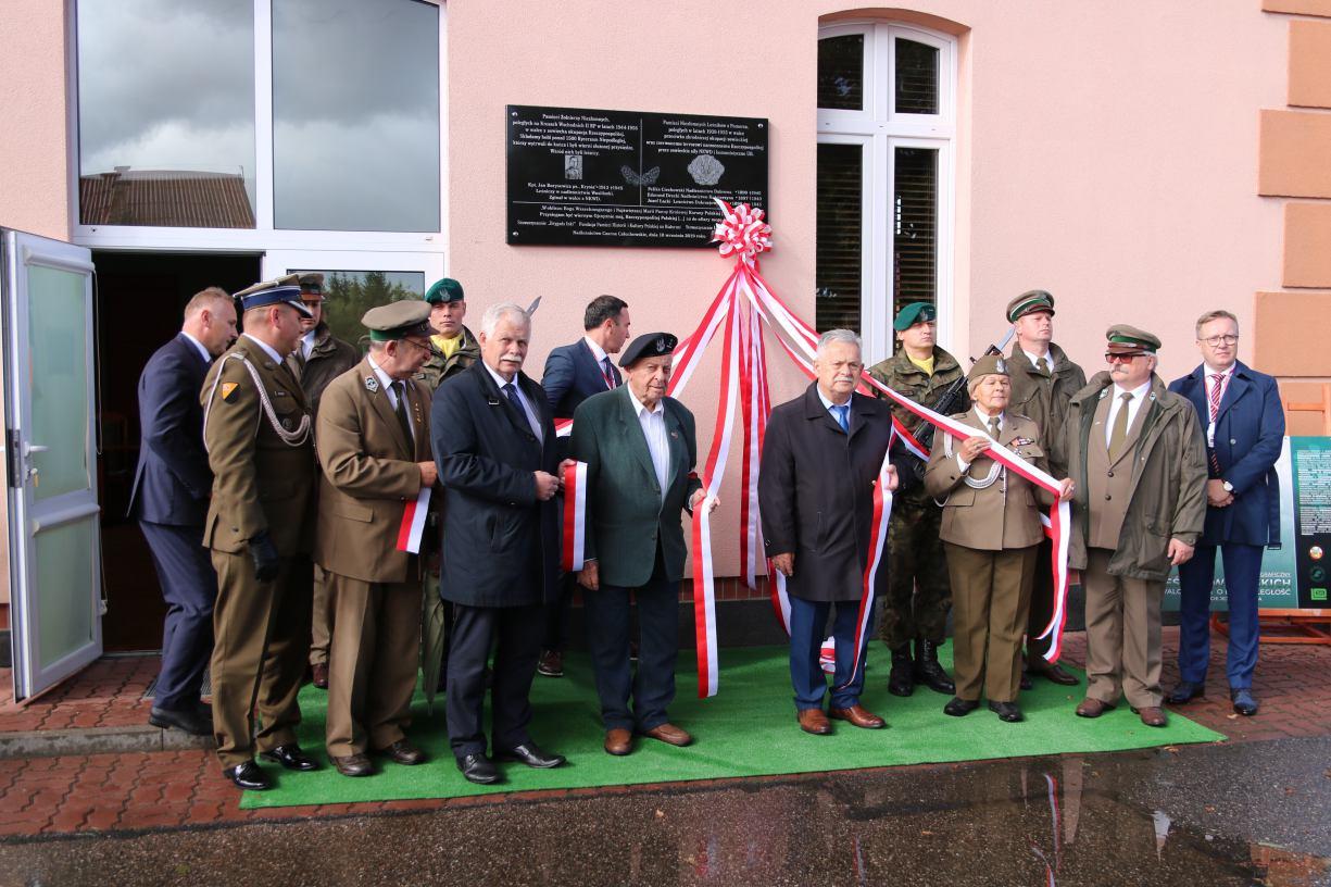 Na budynku Nadleśnictwa Czarne Człuchowskie zawisła tablica poświęcona żołnierzom niezłomnym i leśnikom z Pomorza