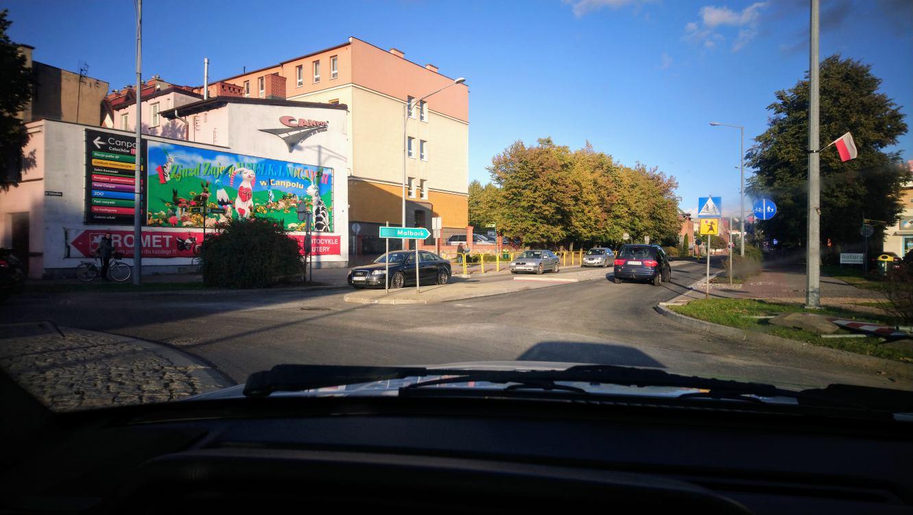 Dojazd ulicą Sukienników do Ronda Solidarności w Chojnicach w końcu otwarty