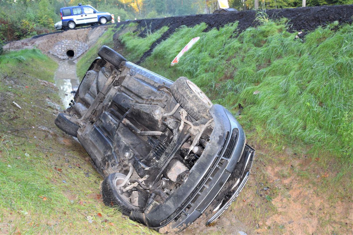 Pijany 21-latek zabrał samochód swojej siostrze i dachował FOTO