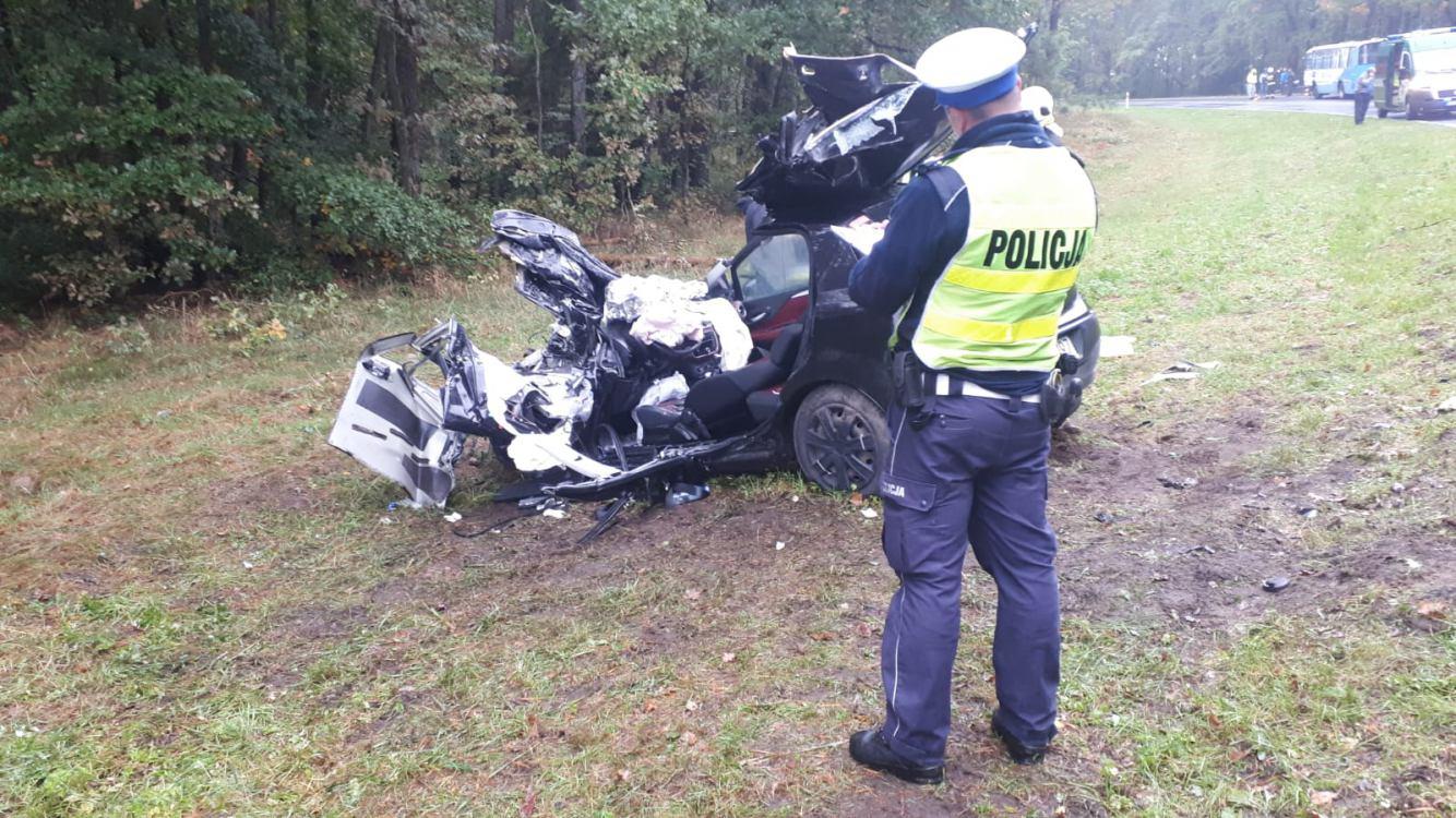 Wypadek na DK 21 w powiecie bytowskim. Zderzenie samochodu osobowego i autobusu