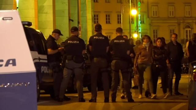 Zatrzymany za kradzież, zaczął strzelać na komisariacie. Nie żyje dwóch włoskich policjantów