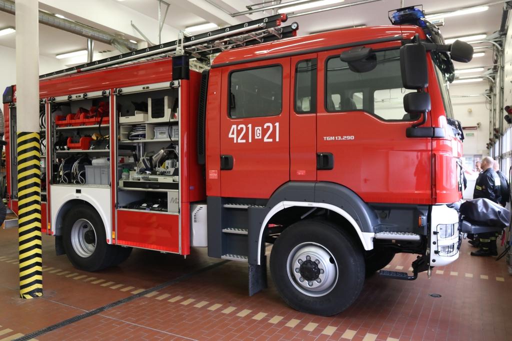 Człuchowscy strażacy mają nowy wóz bojowy za ponad milion złotych FOTO