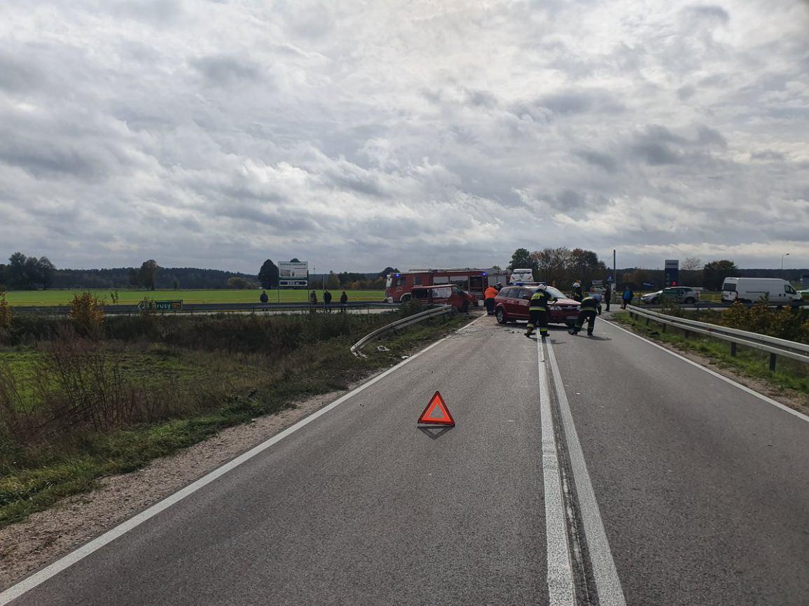 Zderzenie samochodu dostawczego i ciężarówki na drodze wojewódzkiej nr 212
