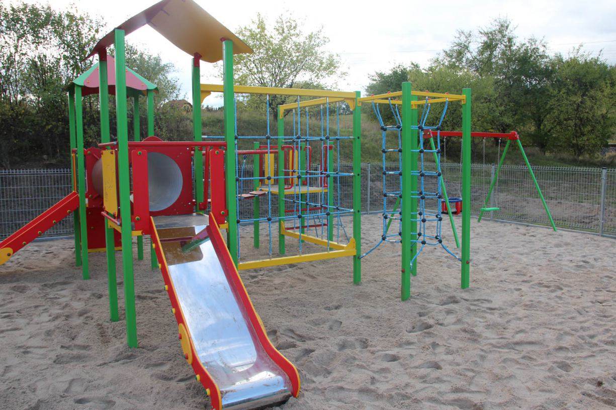 Nowy plac zabaw dla najmłodszych oraz siłownia na plaży miejskiej w Kościerzynie