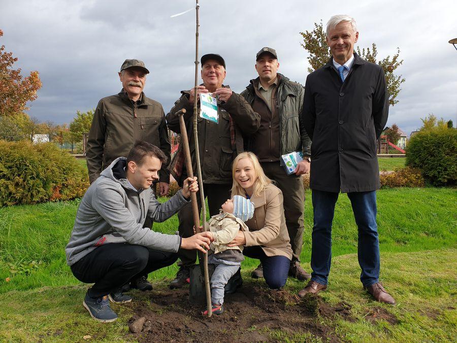 O 21 nowych drzewek wzbogacił się Park Borowiacki w Czersku FOTO