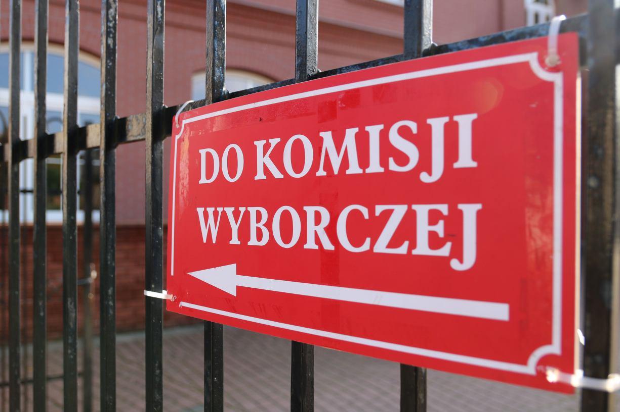 W Chojnicach wybory przebiegły spokojnie. Liczenie głosów potrwa do wczesnych godzin porannych