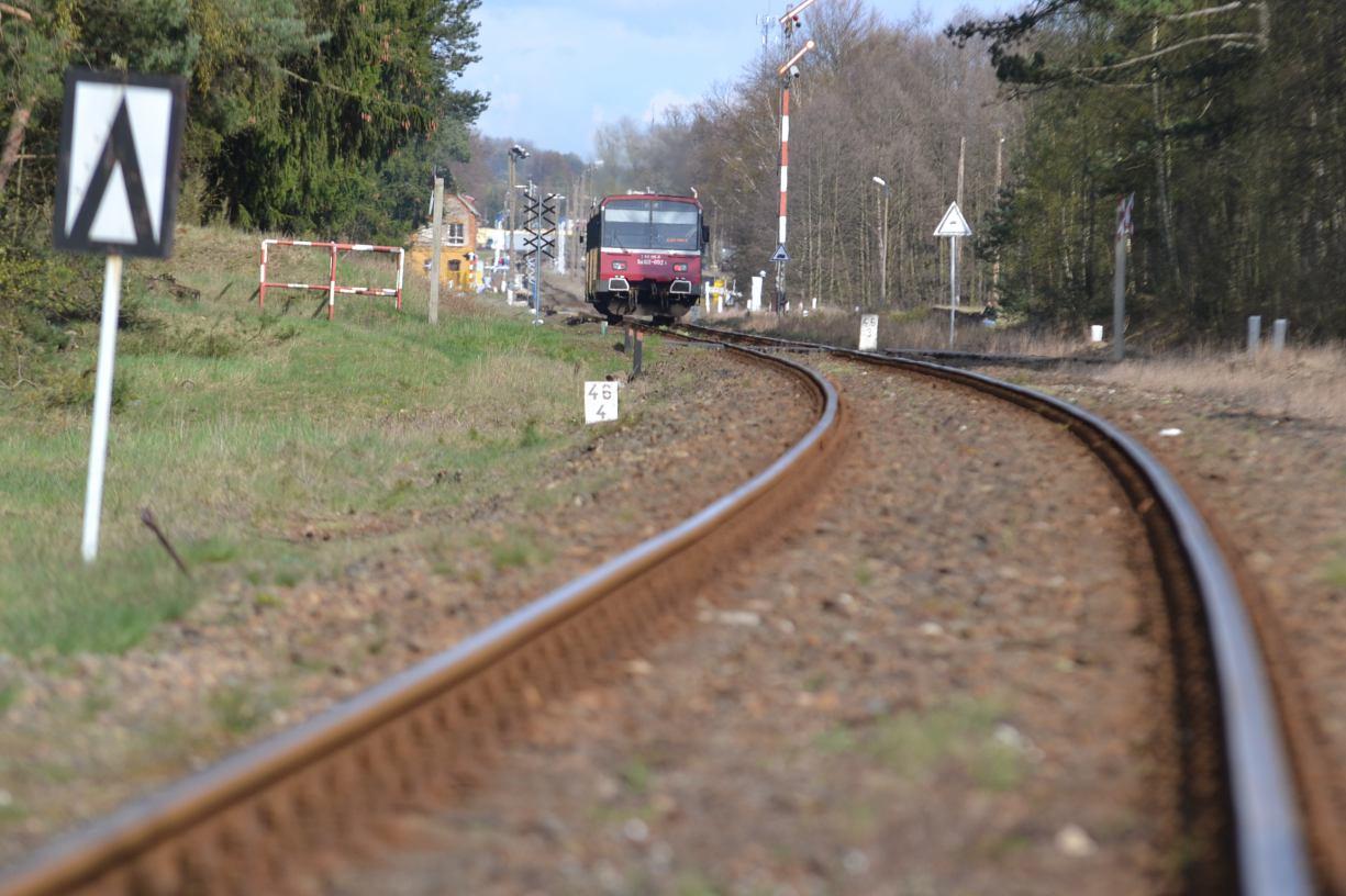 Maszynista włączył awaryjne hamowanie. 60-latek śmiertelnie potrącony przez pociąg w Tucholi