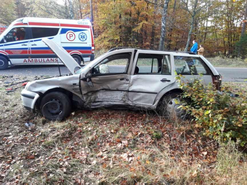 Trzy osoby trafiły do szpitali po dzisiejszym 20.10 wypadku w Wilkowie w gminie Koczała