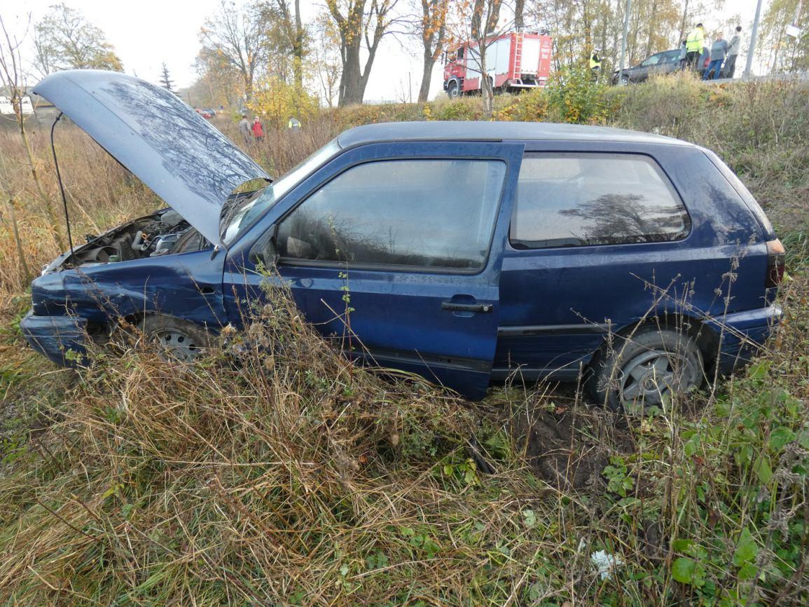 Zderzenie dwóch samochodów osobowych w Małym Klinczu. Jedna osoba trafiła do szpitala