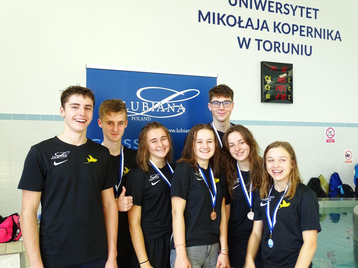 Ogromny sukces zawodników UKS Manta Kościerzyna podczas Klubowego Pucharu Polski w pływaniu w płetwach