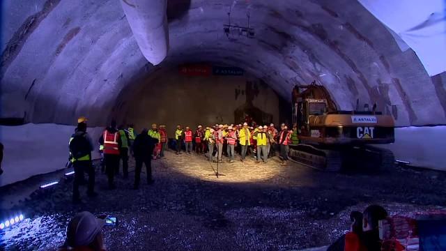 Wydrążono pierwszą nitkę najdłuższego tunelu w Polsce. Nowa zakopianka coraz bliżej