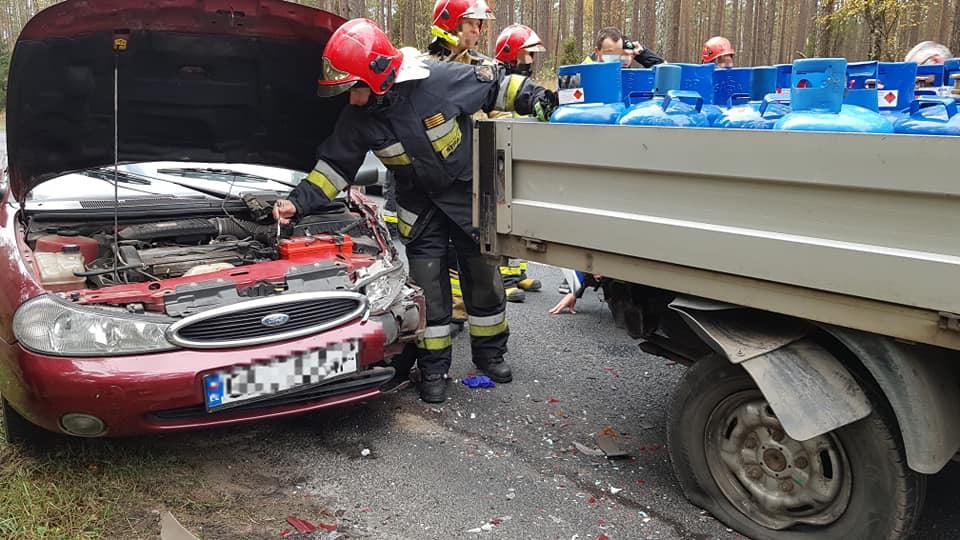 DW nr 235: ford mondeo najechał na tył forda transita. Jedna osoba poszkodowana