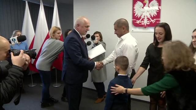 Wyciągnął ludzi z płonących samochodów. W nagrodę Ukrainiec i jego rodzina otrzymali polskie obywatelstwo