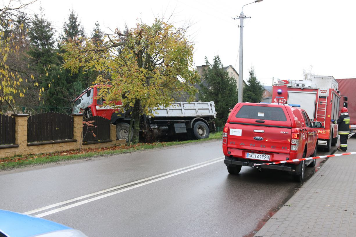 Kolizja z udziałem dwóch ciężarówek w Lichnowach koło Chojnic FOTO