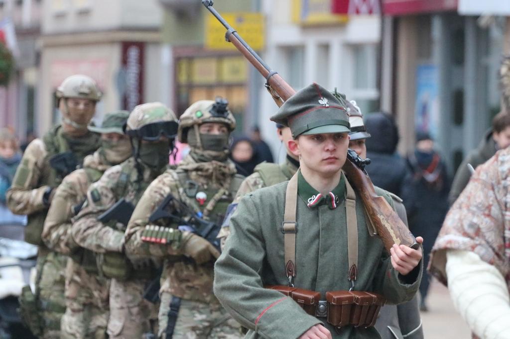 Od wojów Mieszka I do żołnierzy wojsk specjalnych. Narodowe Święto Niepodległości w Chojnicach z nowym wydarzeniem FOTO