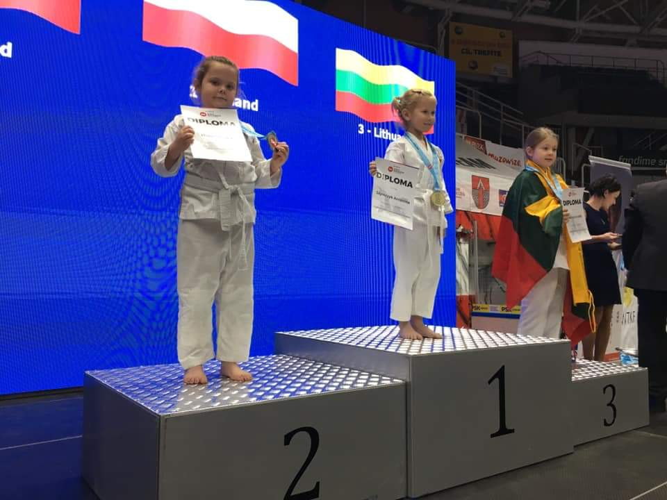 Młodzi zawodnicy klubu karate z Bytowa wywalczyli siedem medali Mistrzostw Świata Dzieci w Karate tradycyjnym