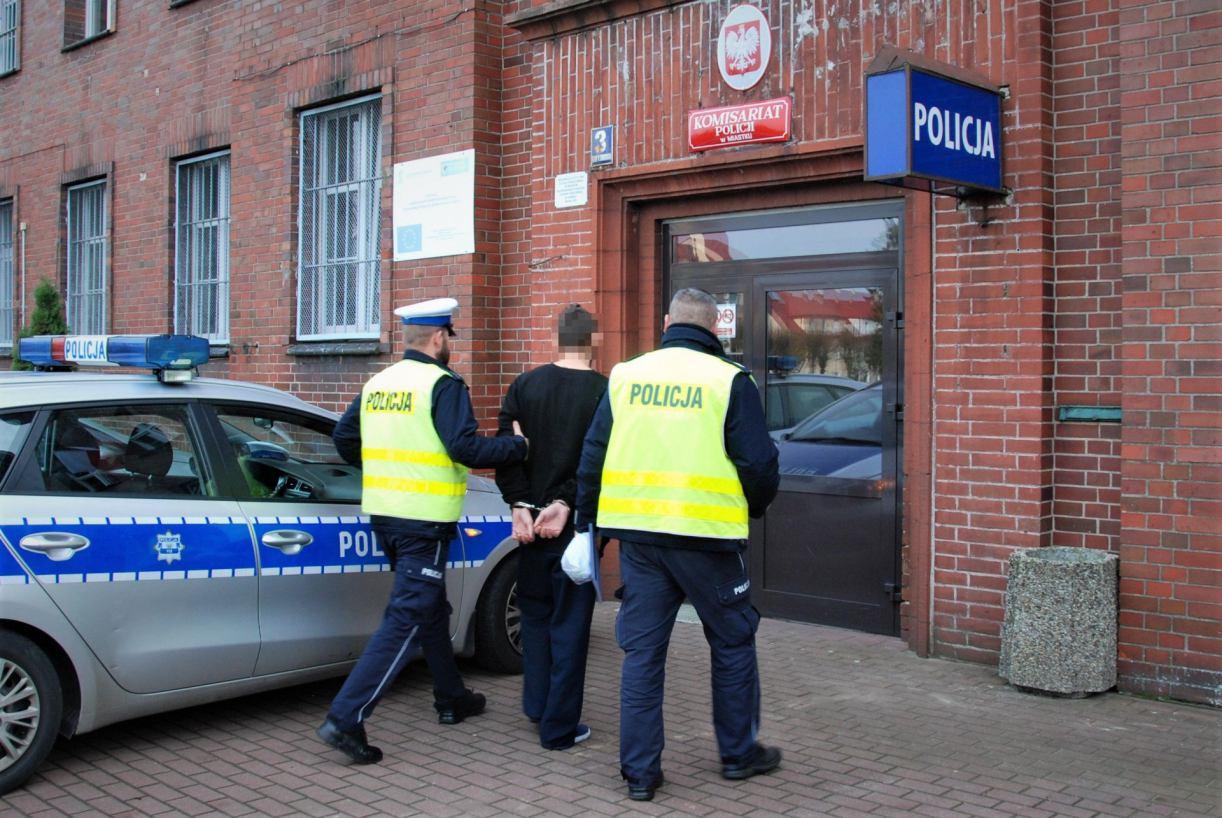 Tymczasowy areszt dla nożownika z Miastka. 19-latek odpowie za usiłowanie zabójstwa