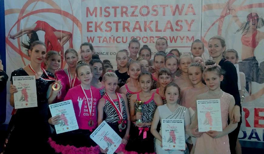 Tancerki z Chojnickiego Centrum Kultury obsypane nagrodami na mistrzostwach Polski w Łasku