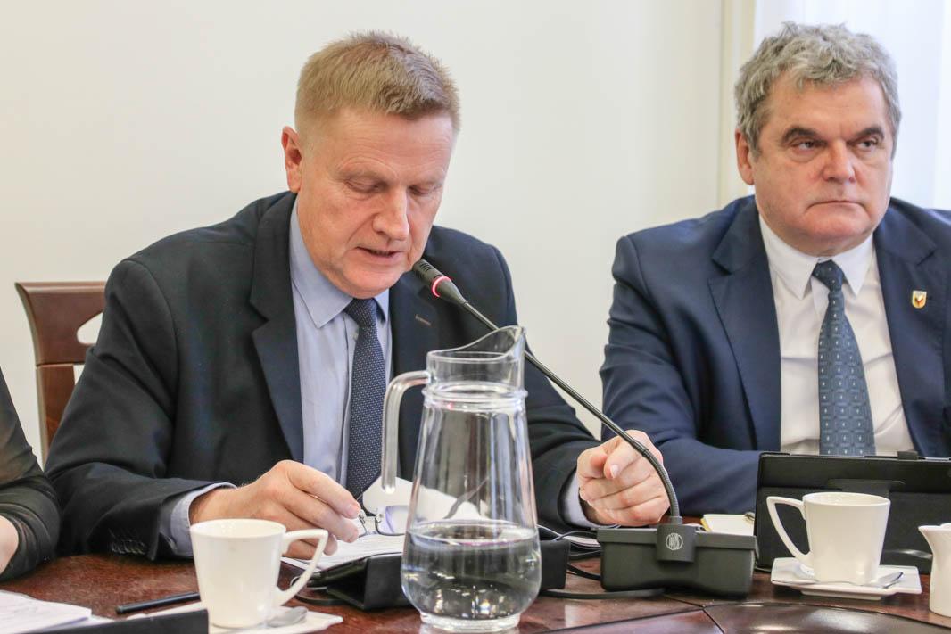 Starosta tucholski Michał Mróz wraca do pracy po kwarantannie