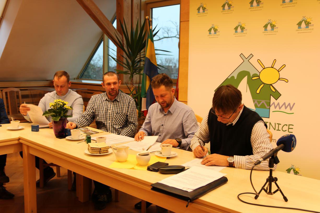 Umowy podpisane. Wszystkie drogi w gminie Chojnice wybudują firmy z gminy Chojnice