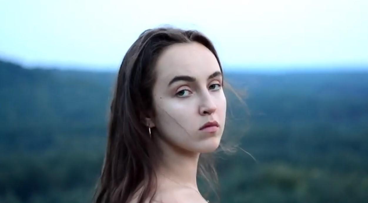 Maja Laura Jaryczewska. Młoda kompozytorka, wokalistka i pianistka do usłyszenia w Weekend FM