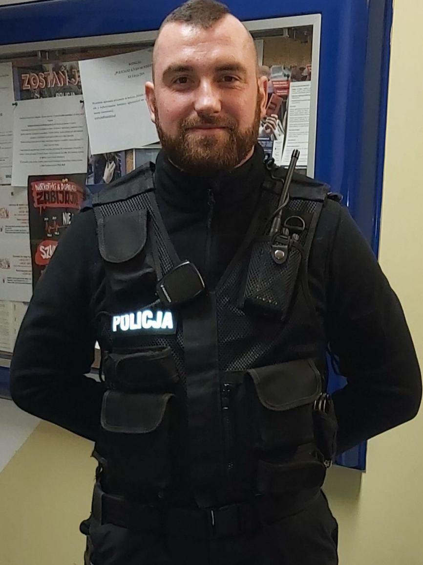 Policjant z Miastka uratował człowieka, który tonął w bagnie