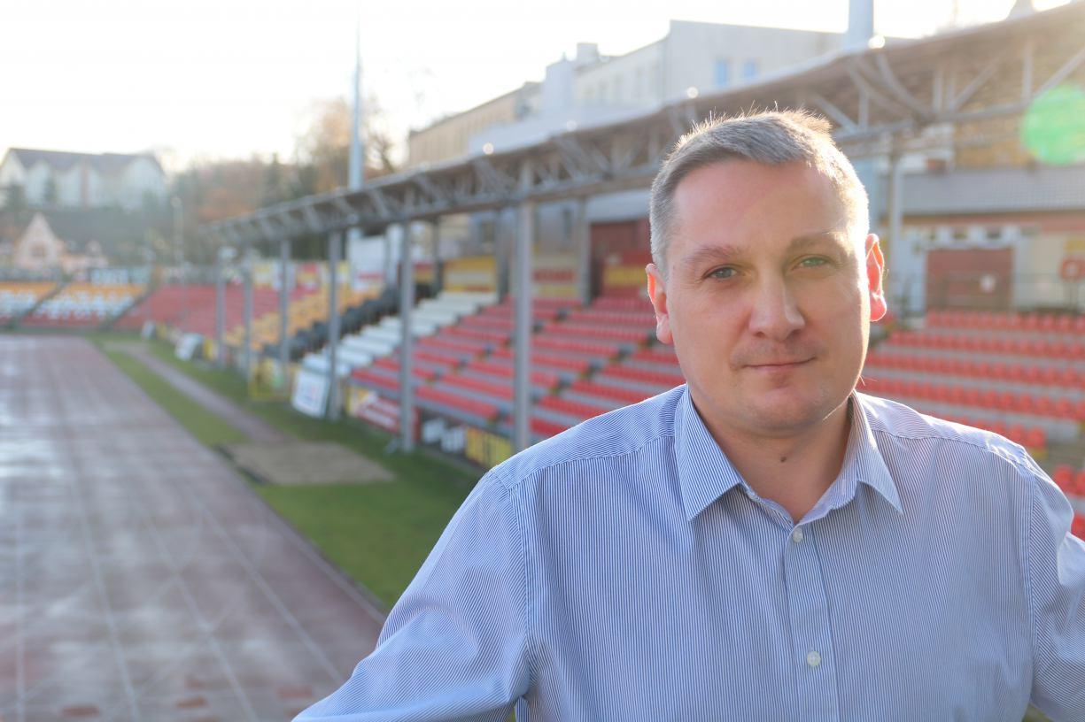 Kilka lat temu był już dyrektorem sportowym Chojniczanki. Dziś (09.12) ponownie rozpoczął pracę w klubie
