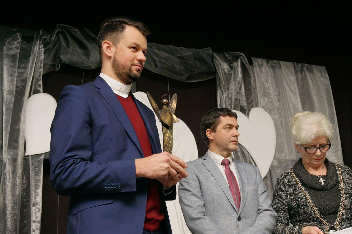 Ksiądz Krystian Feddek tegorocznym laureatem Człuchowskiego Anioła