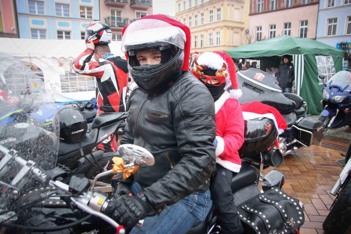 Moto-Mikołaje i Jarmark Bożonarodzeniowy na chojnickim rynku