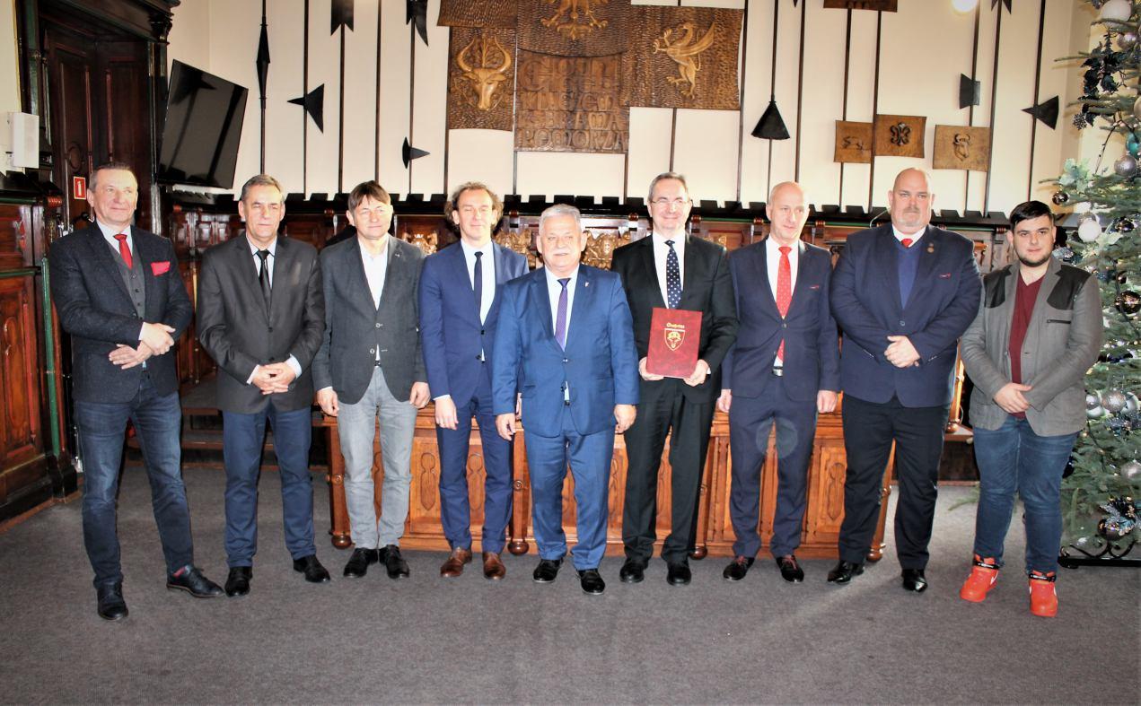 W chojnickim ratuszu podpisano dziś 16.12 Pakt na rzecz rozwoju chojnickiej kolei