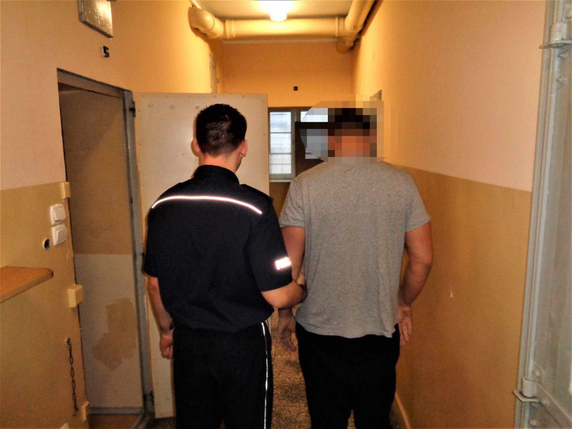 Policja znalazła u nich prawie 14 tysięcy działek amfetaminy! Areszt dla trzech osób