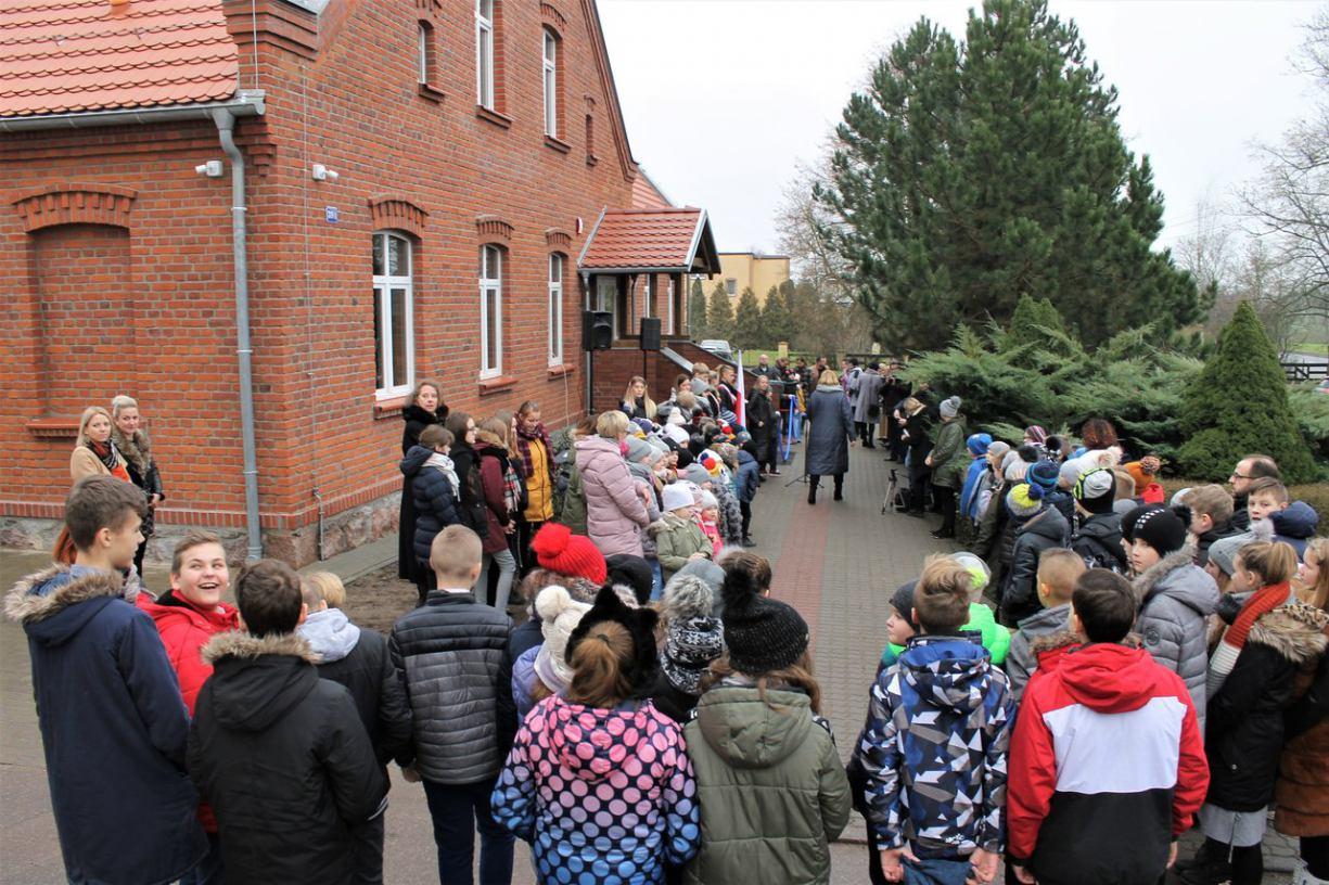 Została uszkodzona podczas nawałnicy. Szkoła w Silnie po modernizacji ponownie otwarta FOTO