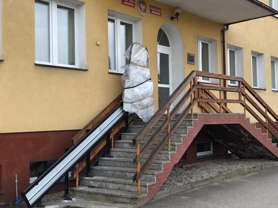 Budynek Urzędu Gminy Kościerzyna będzie bardziej dostępny dla osób niepełnosprawnych
