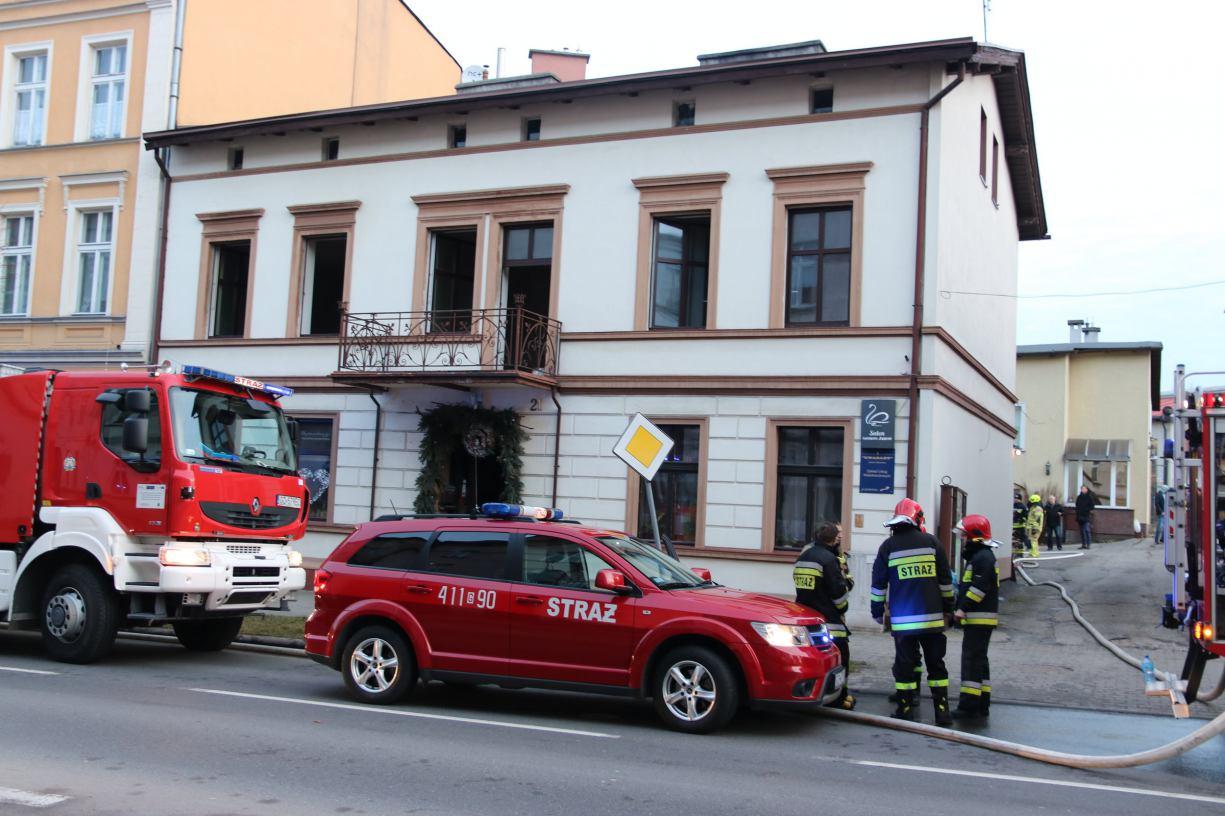 Pożar w kamienicy na ulicy Piłsudskiego w Chojnicach. Na szczęście bez ofiar