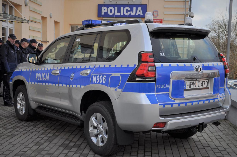 Nowa toyota land cruiser dla bytowskiej policji (FOTO)