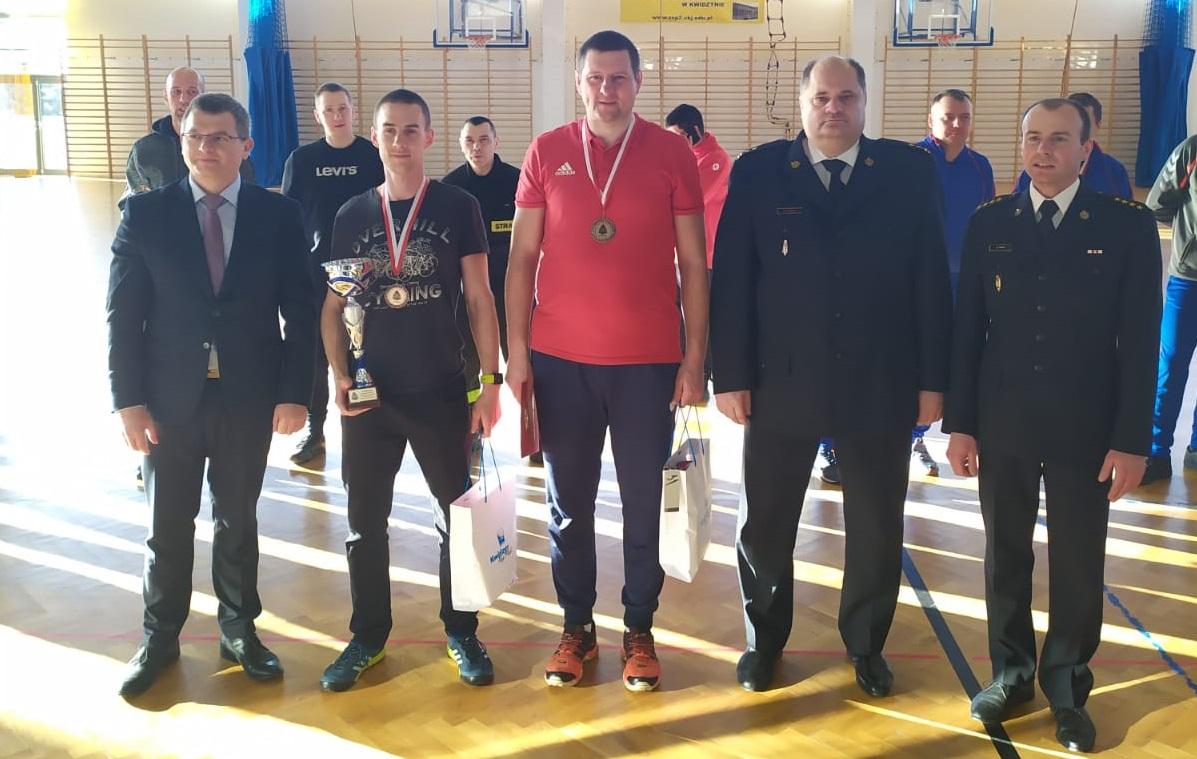 Chojniccy strażacy ze srebrnym i brązowym medalem branżowych Mistrzostw Województwa Pomorskiego w tenisie stołowym