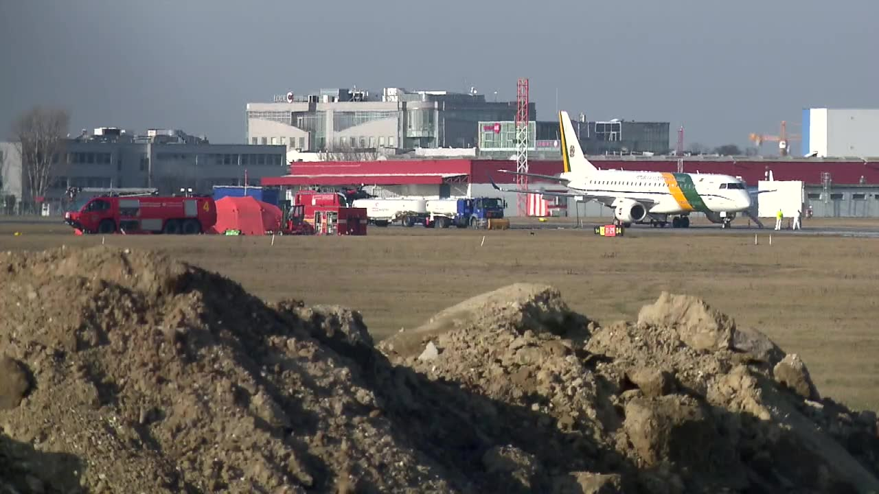 Kolejni Polacy ewakuowani z Wuhan przylecieli na Okęcie.