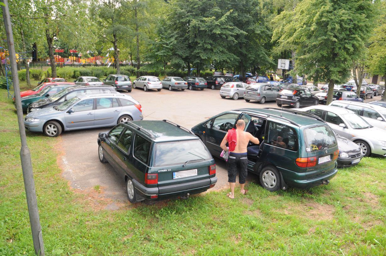 Część radnych Człuchowa wskazuje na konieczność rozbudowy parkingu przy plaży miejskiej