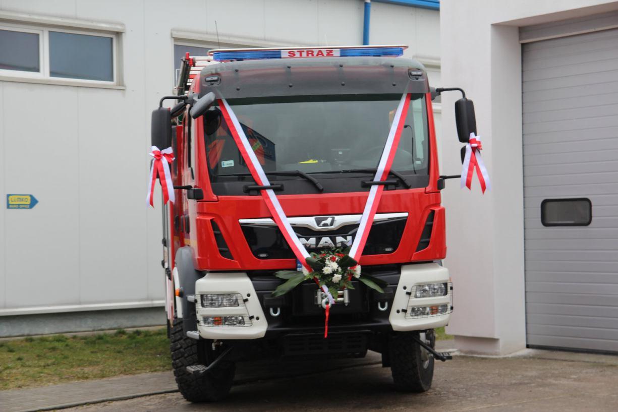 Ochotnicza Straż Pożarna w Łubianie otrzymała nowy samochód ratowniczo - gaśniczy (FOTO)