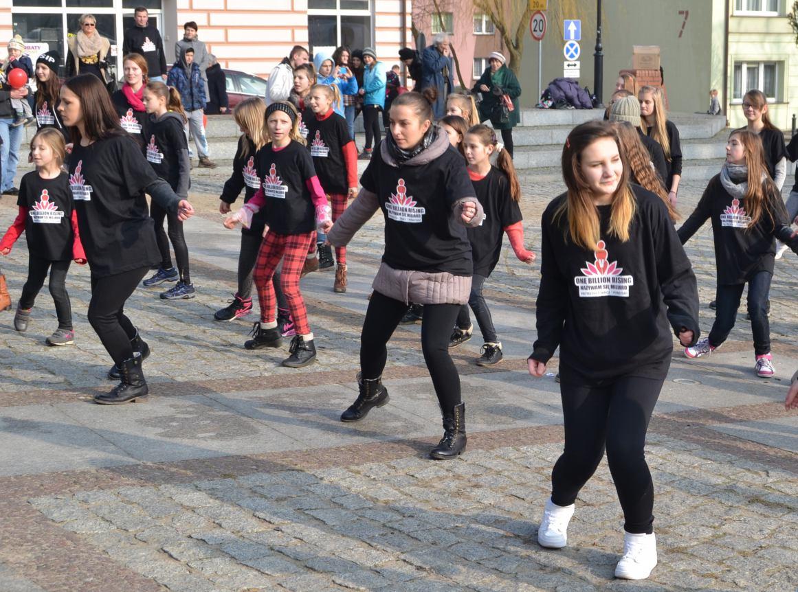 Dziś (14.02) w Człuchowie i Czarnem taneczny protest przeciwko przemocy. Miasto przyłącza się do akcji