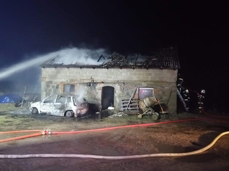 Trwa szacowanie strat po pożarze budynku inwentarskiego w Liniewku Kościerskim