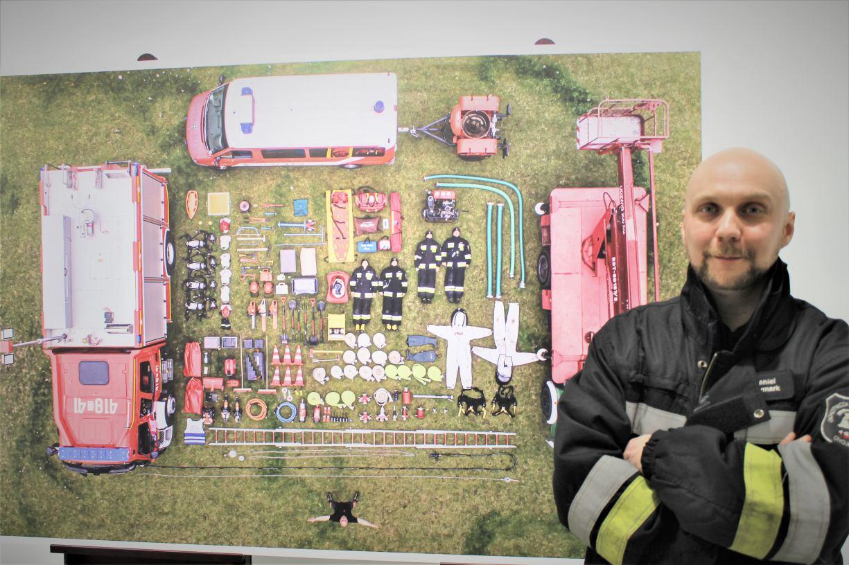 W Chojnickim Centrum Kultury otwarto wystawę fotografii Daniela Frymarka Ochotnicy