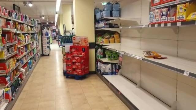 Puste półki w berlińskich sklepach. W stolicy Niemiec brakuje papieru toaletowego