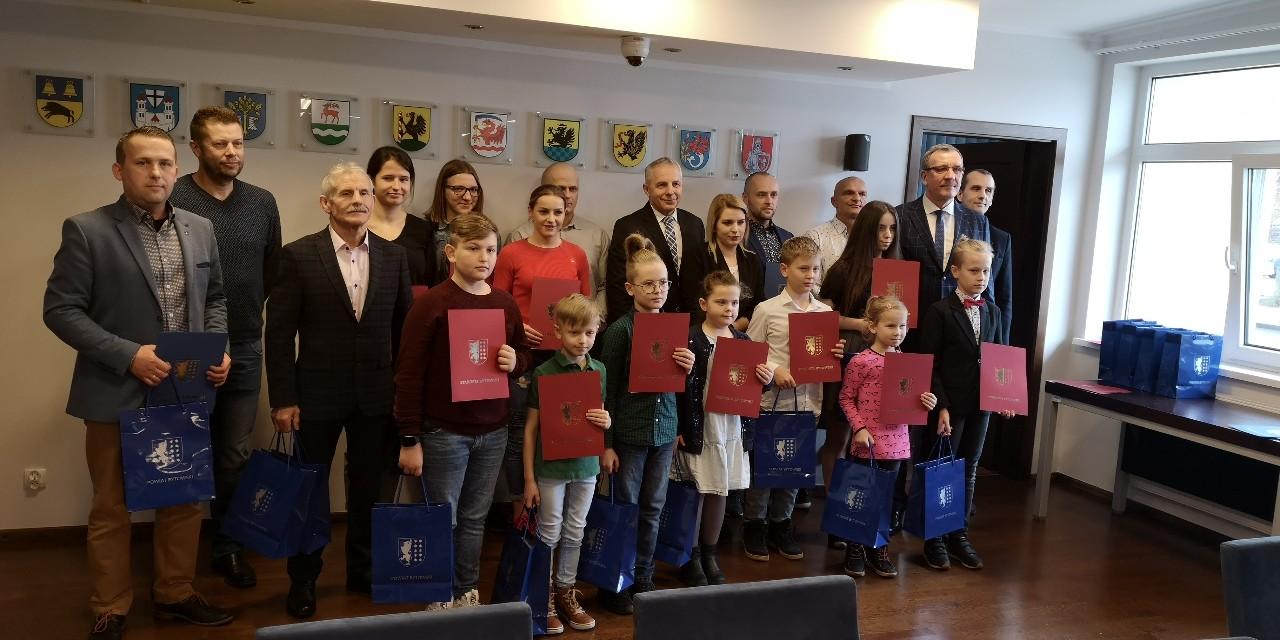 18 nagród za wybitne osiągnięcia sportowe odebrali sportowcy z powiatu bytowskiego.